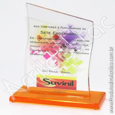 Troféu em acrílico cristal (transparente) Vertical com corte no topo em grau e a partes laterais em curvadas